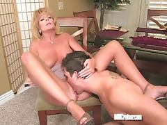 Nailing mature pussy on the carpet