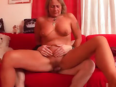 Aroused chubby mature laid in vagina