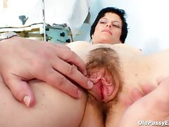 Natural hairy mature pussy
