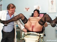 Doctor likes the chubby mature