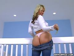 An Amazing Handjob With A Blonde Babe And Her Amazing