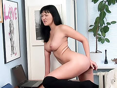 Temptress in hooker clothes anal