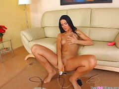 Hot girl fingers her vagina