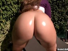 White Chick With An Amazing Ass Rides A Hard Cock