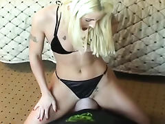 Hot ass blonde sits on his face tube porn video