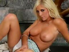 Busty and Beautiful Blonde Tasha Reign Rubbing Her Cilt