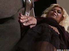 Mature Hussy Is All About Magic Wand