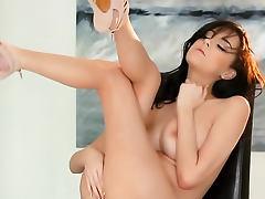 Astounding beauty makes erotic solo porn