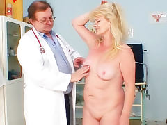 Mature does gyno exam with her doctor porn tube video
