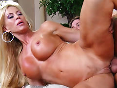 Fit blonde Amber Lynn makes milf porn