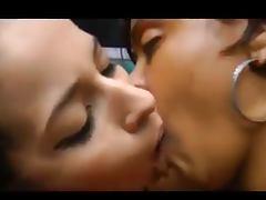 Kissing girls 35