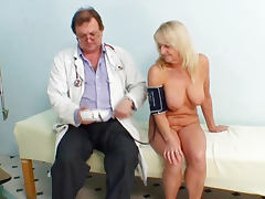 Full naked exam by her doctor porn tube video