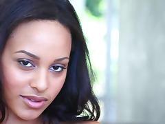 Kaylia Cassandra the pretty black babe in close up video