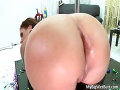 Hot ass brunette slut Ma Moore blows
