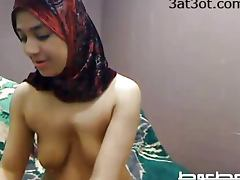 Arab girl masturbates on web cam