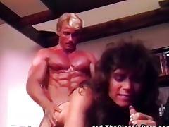 Muscular guy gets sex satisfaction