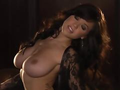 Stunning Tess Taylor Arlington poses on camera in lace nightie