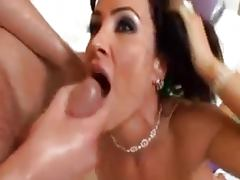 Lisa Ann gettin a sexy massage tube porn video