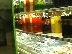 upskirt flash in a supermarket no panties