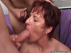 Mature brunette suck cock and getting fucked