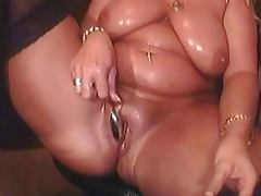THICK GRANNY PUSSY PLAY