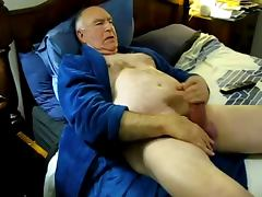 Horny daddy cum on bed tube porn video