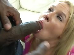 Booty blond siren Aria Austin gets a nice double penetration