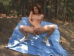 Anal picnic with a huge dildo and a juicy babe