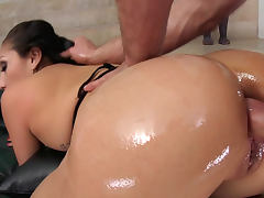 Jordan Ash penetrates busty babe Vicki Chase porn tube video