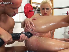 Kyra Mercedes being penetrated in the GYM