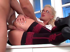 Office babe Jennifer Love being fucked in her anal