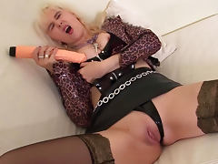 Amateur Amanda is playing with a monster cock