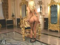 Slender and elegant blondie Sandy is going solo