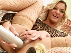 Klarisa toys her pussy with a bat and gets fisted by Nikky