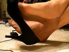 Full fashioned stockings feet shoe dangle no cum tube porn video