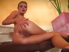 Suzie Carina is fucking her pussy on the stairs