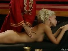 Julia Taylor sucks Roberto Malone's dick and welcomes it in her depths