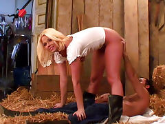 Simony Diamond is fucking like crazy in the hayloft