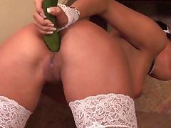 SDRUWS2 Sexy maid masturbates in the kitchen using veggies