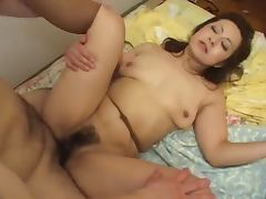 Japanese mature woman gets her hairy pussy fingered and fucked tube porn video