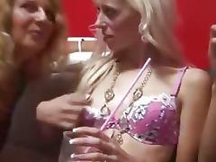 Fiesta liberal orgia con parejas jovenes y maduras porn tube video