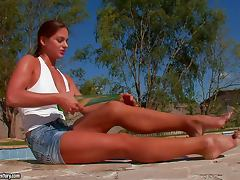 Dazzling Chick Cathy Heaven Masturbating Outdoors with a Bottle