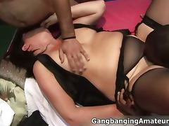 Dirty mature slut gets her old pussy