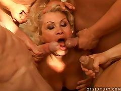 Effie sucks four dicks outdoors and gets a bukkake