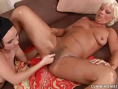 Orhidea gets her old pussy fucked with a bat and fisted
