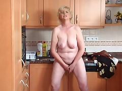 Granny solo in the Kitchen tube porn video