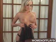 Amanda Wright looks amazing in sexy lingerie