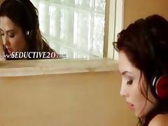 brunett toying her vagina in bathroom