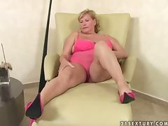 Mature Fattie Takes A Cock Up Her Cooch and Cum On Her Tits
