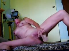 Mature MOM uses a Rubber Dick to fuck herself tube porn video